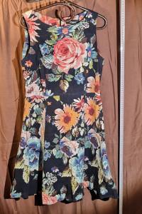 Sukienka Depare w kwiatki...