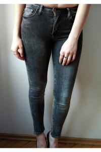 Czarne spodnie skinny...
