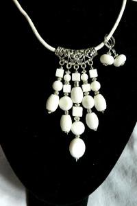 Biały koral efektowny wisior i kolczyki zestaw biżuterii...