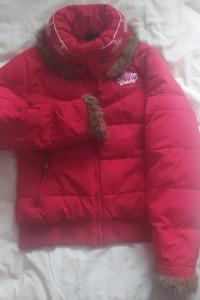 Czerwona pikowana kurtka