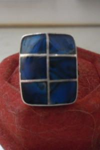 Ciekawy srebrny pierścionek niebieska szachownica