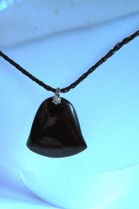 Czarny agat z kryształem wisiorek dzwonek...