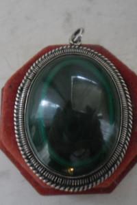 Piękna ogromna stara srebrna zawieszka ozdobiona zielonym malachitem 30 gramów