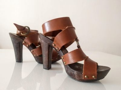 Sandały Skórzane sandały na słupku
