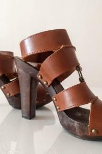 Skórzane sandały na słupku...