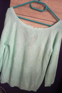 Miętowy sweter z kokardką...