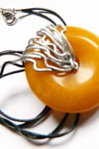 Żółty jadeit kółko z dziurką wisiorek wire wraping...