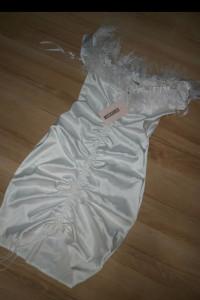 Biała sukienka z marszczeniami S...
