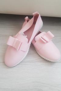 Nowe rozowe buty z kokardą