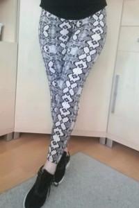 Spodnie legginsy rurki wężowe wzór róż czarne S 36 M 38...