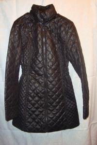 Czarny płaszcz pikowany roz XS