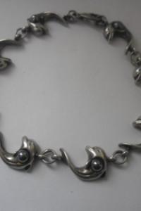 Oryginalna srebrna bransoletka z kamieniami delfinki z hematyte...