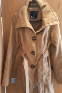 brązowy płaszcz...