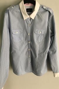 Błękitna koszula w prążki
