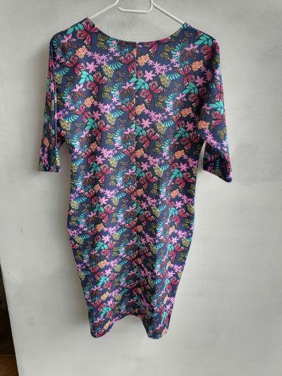 Suknie i sukienki Sukienka tuba granatowa w kwiaty i motyle 36