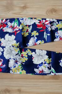 Spodnie granatowe w kolorowe kwiaty 36