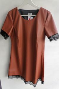 Śliczna sukienka z ekoskóry 3436