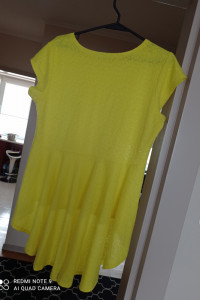 Żółta bluzka baskinka