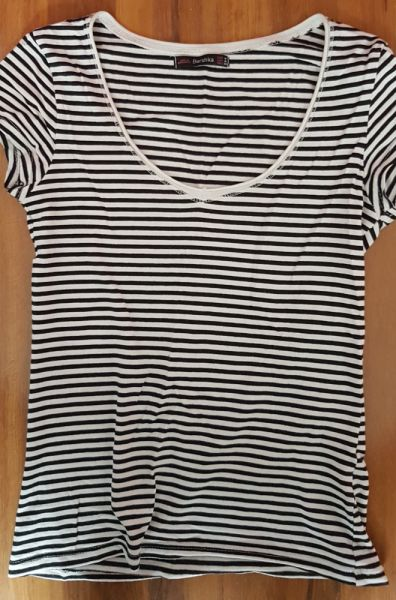 Bluzki Bershka tshirt bluzka krótki rękaw top paski czarna biała S M 36 38