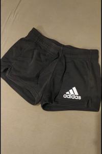 Krótkie spodenki Adidas...