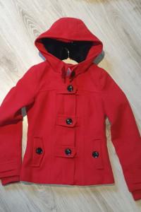 Płaszcz czerwony...