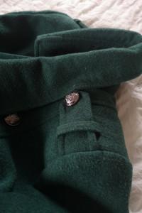 Zielony płaszczyk zimowy w stylu militarnym...