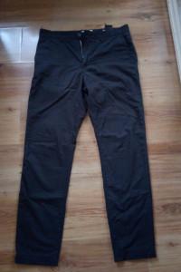Spodnie męskie młodzieżowe czarne...