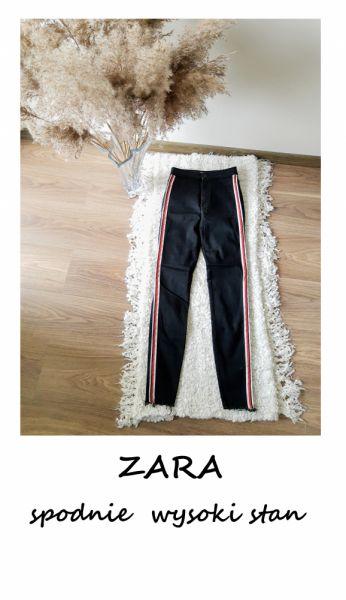 Spodnie Czarne jeansy Zara z wysokim stanem XS S z lampasami rurki treginsy