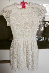 Kremowa koronkowa rozkloszowana sukienka H&M XS 34...