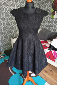 Czarna sukienka usztywniona 36 38