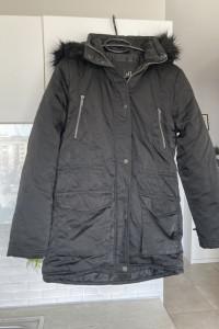 Reserved czarny płaszcz zimowy...