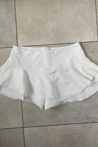 włoskie spodnico spodenki z falbankami białe...