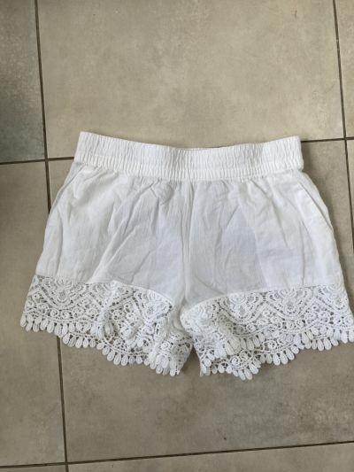 Spodenki HM bawełniane białe szorty spodenki z koronką letnie rozmiar 34