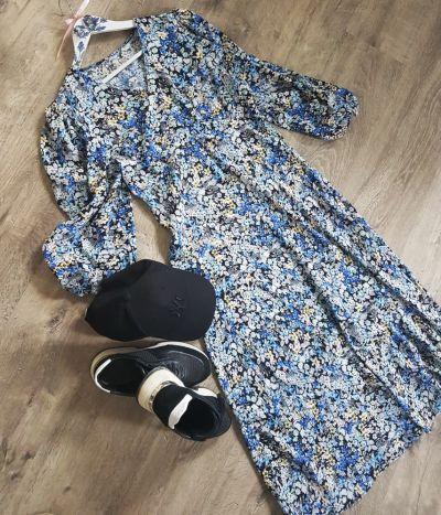 Codzienne Wiosna w niebieskiej sukience