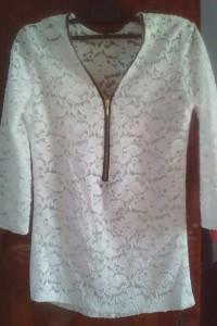 Sprzedam śliczną bluzeczkę koronkową S...