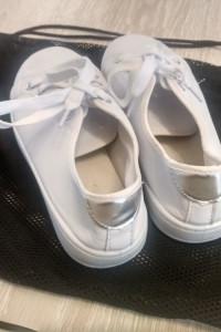 Biały adidasy...