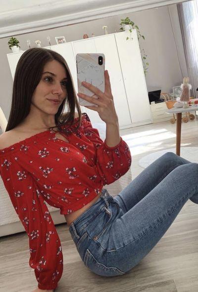 Bluzki Czerwona bluzeczka w kwiaty