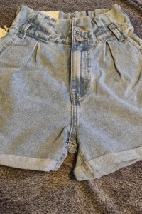 Jeansowe spodenki wysoki stan nowe z metka...