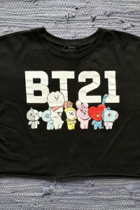 Czarna koszulka BTS...