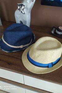 Komplet kapeluszy...