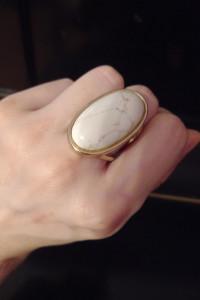 pierścionek z kamieniem