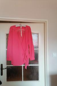 Elegancka modna bluzka z koronkami