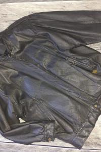 Czarna kurtka skórzana...