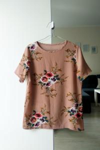 Karmelowa bluzka w kwiaty S...