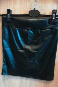 Sprzedam spódniczka mini skórzana lateksowa sexy czarna...
