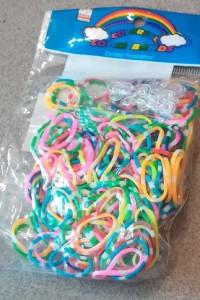 Sprzedam gumki do robienia bransoletek zestaw gumek...
