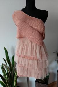 Sukienka jedno ramie falbanki tiulowe...