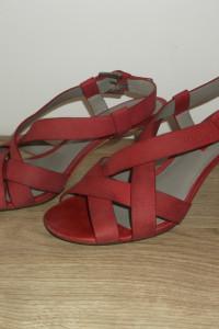 Malinowe sandały Ecco 37