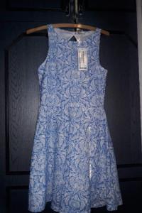 Niebiesko biała sukienka...