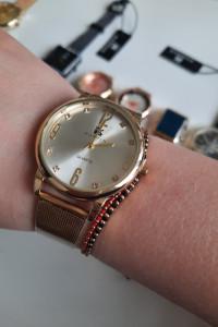 Zegarek analogowy biała tarcza bransoleta stalowa kolor złoty